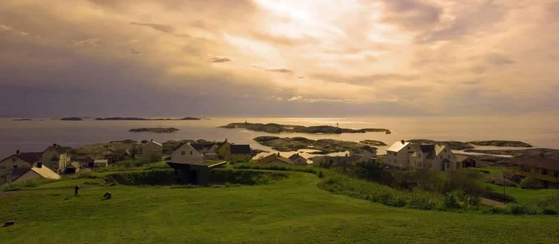 Bud i Norge, bemærk kanonanlæggene fra 2. verdenskrig