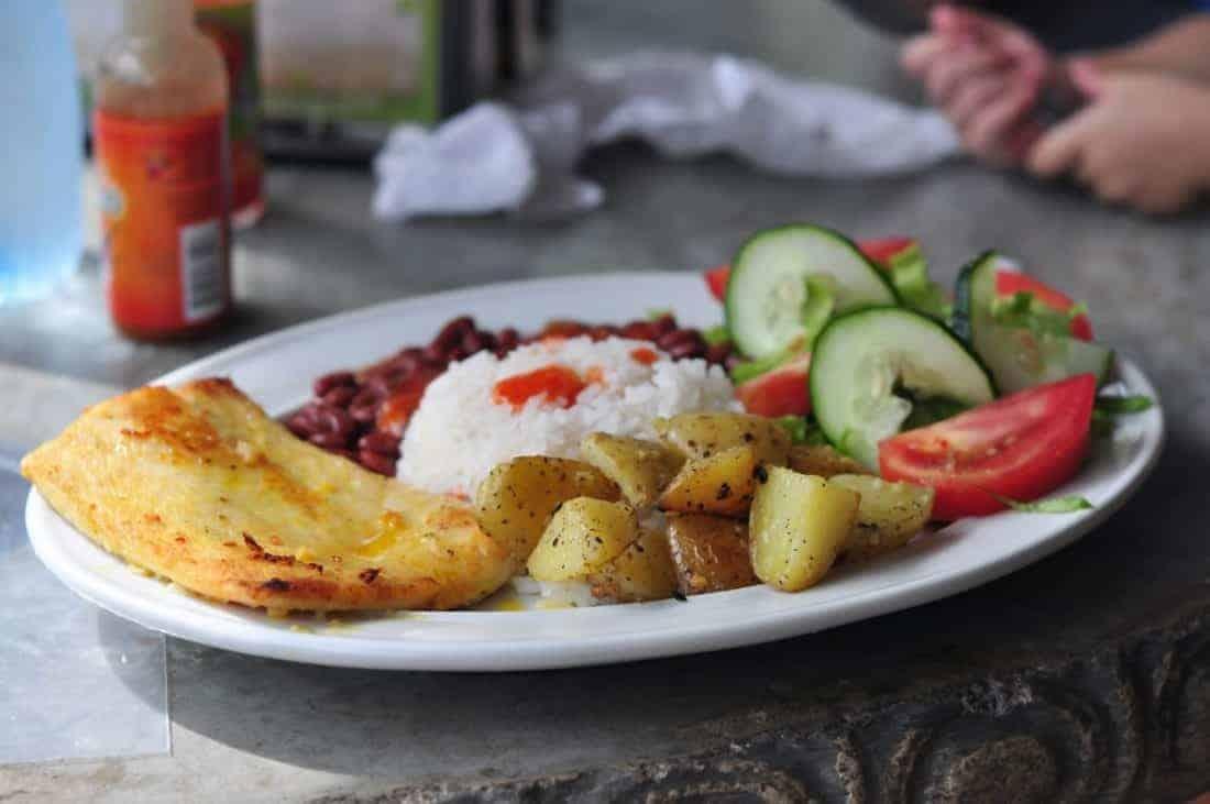 Casado, typisk Costa Rica mad en af mange varianter