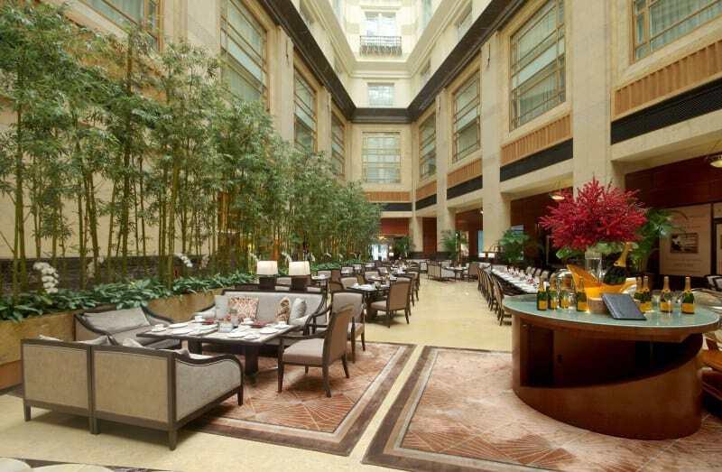 Fullerton-Hotel-lobby