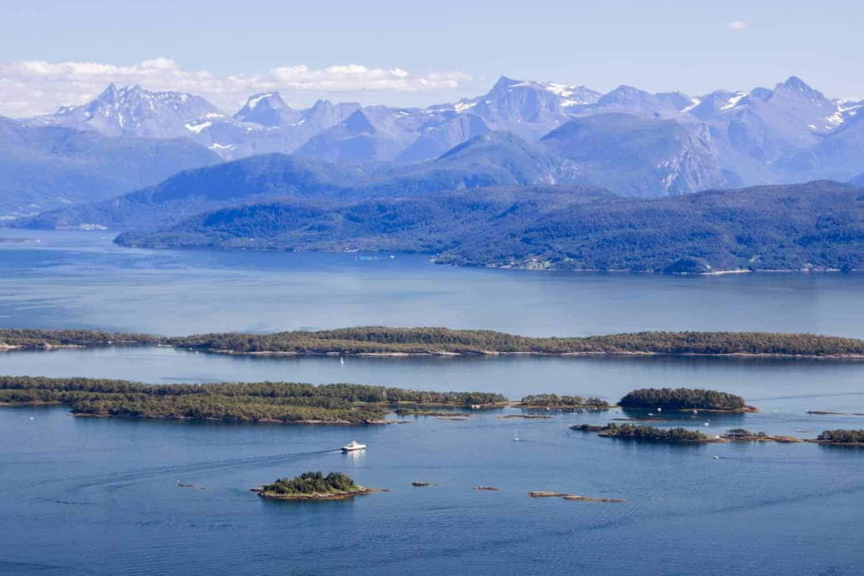 Molde i Norgen, havneby og storslået natur