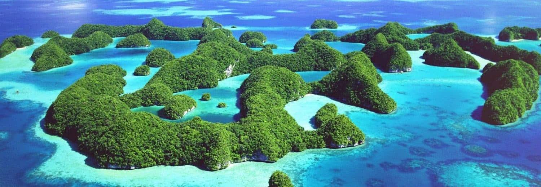 Oceanien, et væld af grønne øer, lille befolkning, hvide strande