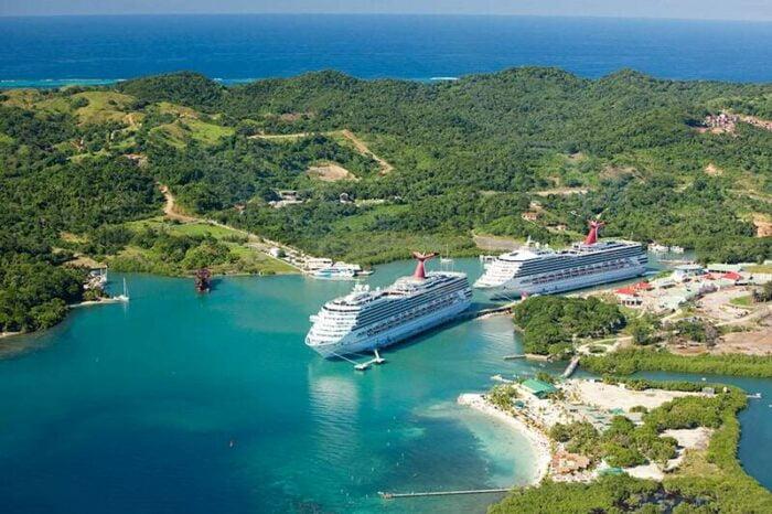 Honduras, Roatan Cruises ligger til i den fantastiske bugt