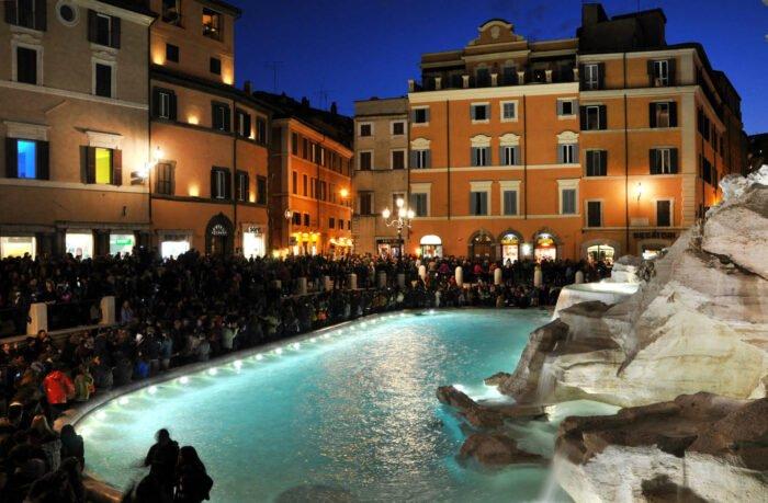 Fontana di Trevi med ny nat belysning, Rom, Italien