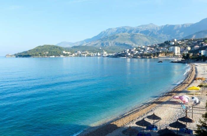 Albanien MIddelhavs kystline ved morgentid