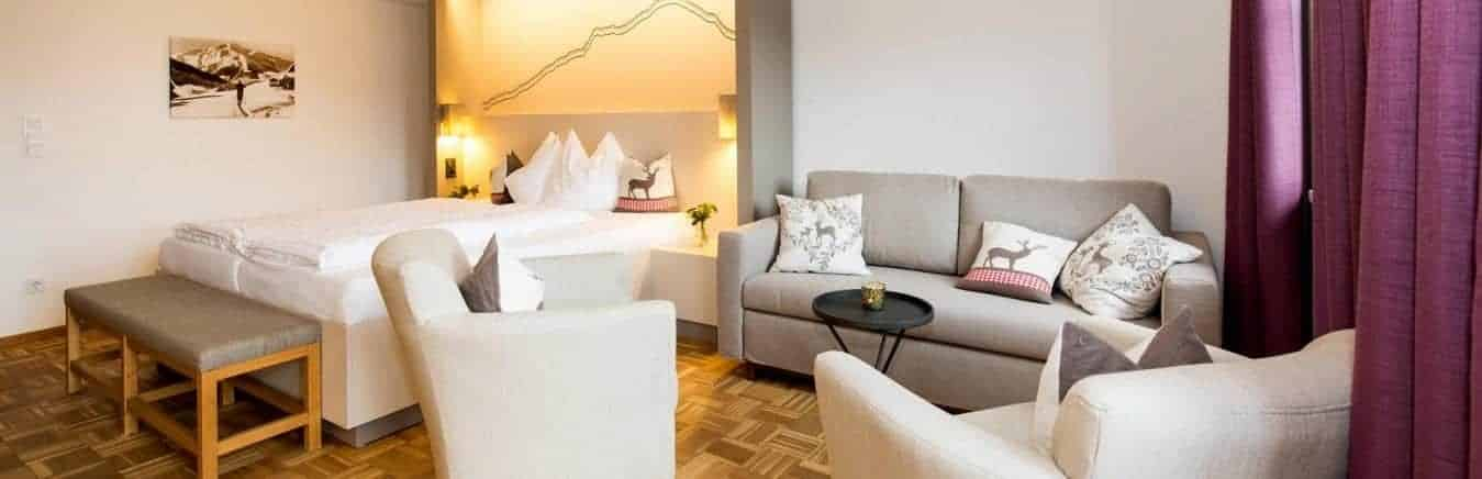 Hotel-Post-Appartment-med-soveværelse-og-opholdsafdeling