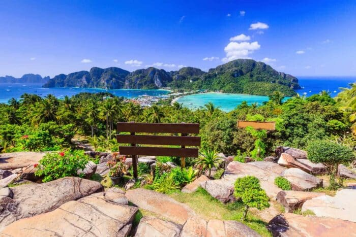 Krabi, Thailand. Phi Phi Don, panorama view af øerne.