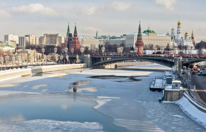 Bolshoy Kamenny Bridge is a steel arch bridge spanning Moskva River at the western end of the Moscow Kremlin.