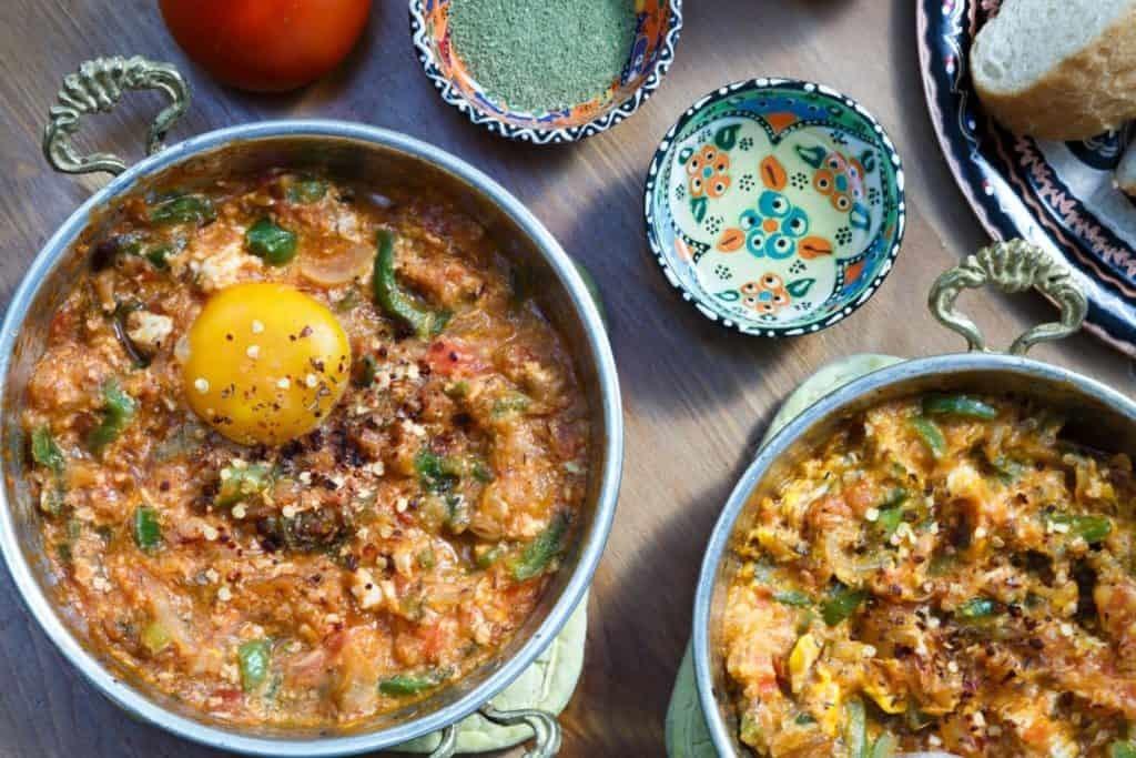 Menemen Tyrkisk morgenmad med æg tomater og peberfrugter. Hav en god dag!