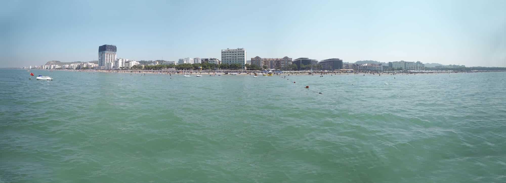 Durres, Albaniens længste strand ved Middelhavet