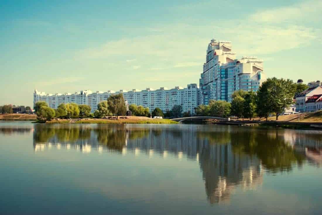 Moderne highrise bygning i Minsk, Belarus