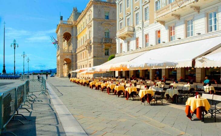 Trieste den gamle charmerende militære havneby