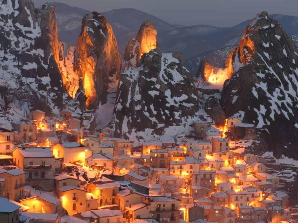 castelmezzano, også kaldet Basilicata´s Dolomitter, da vinteren kan bringe sne i de høje bjerge