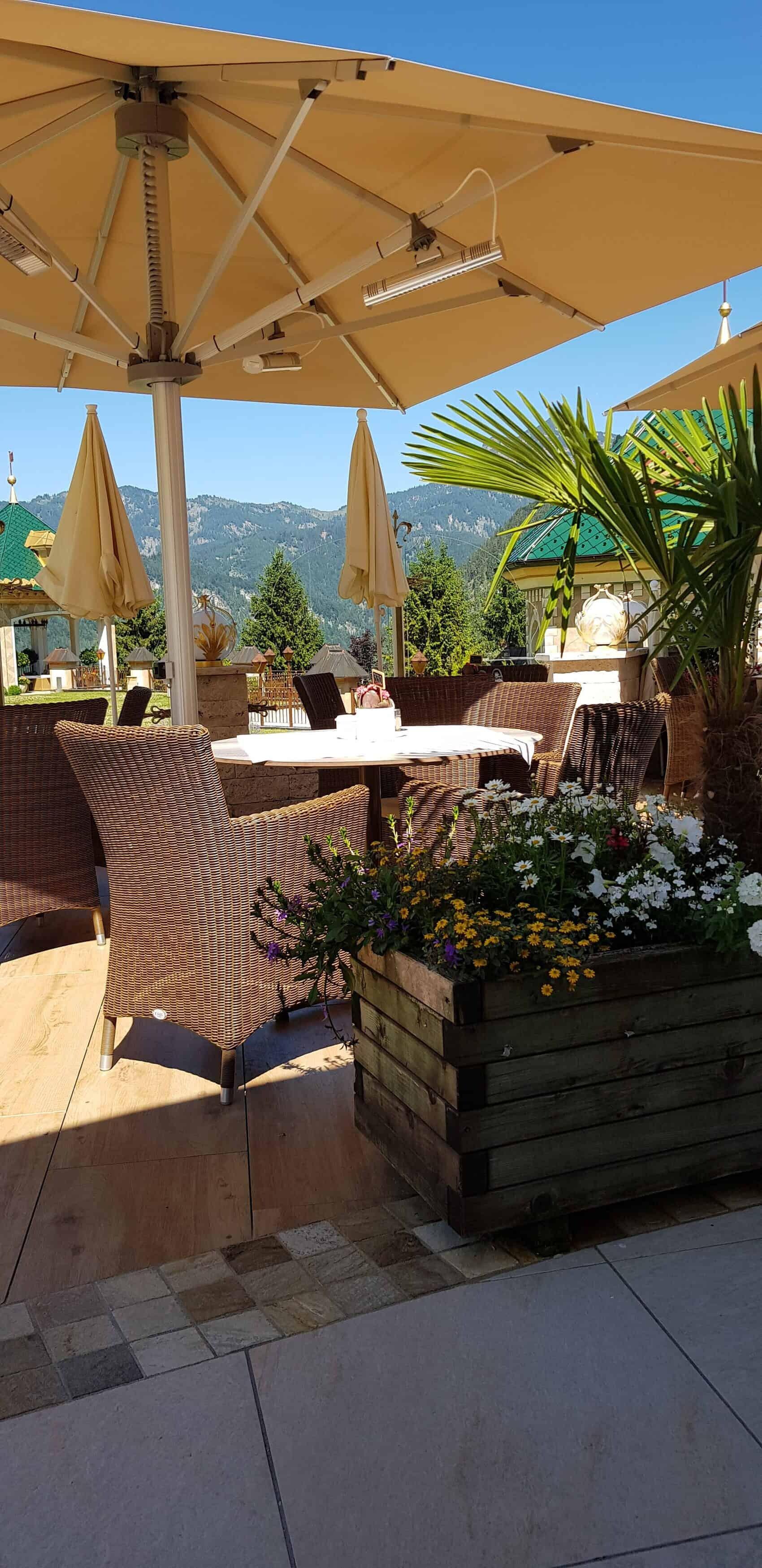 Laerchenhof sunny terrasse