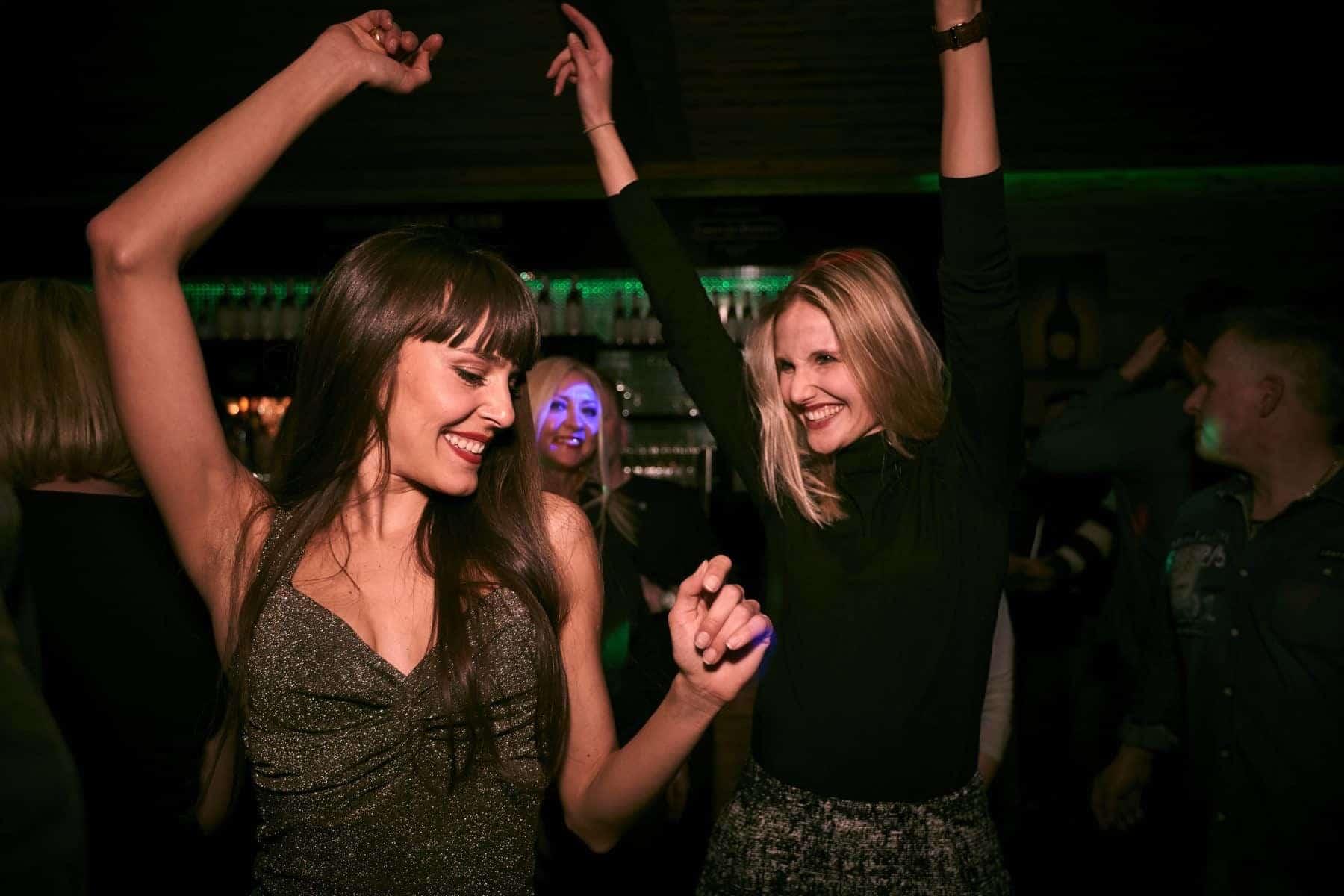 Night Life. Champagne og Clubbing er en option