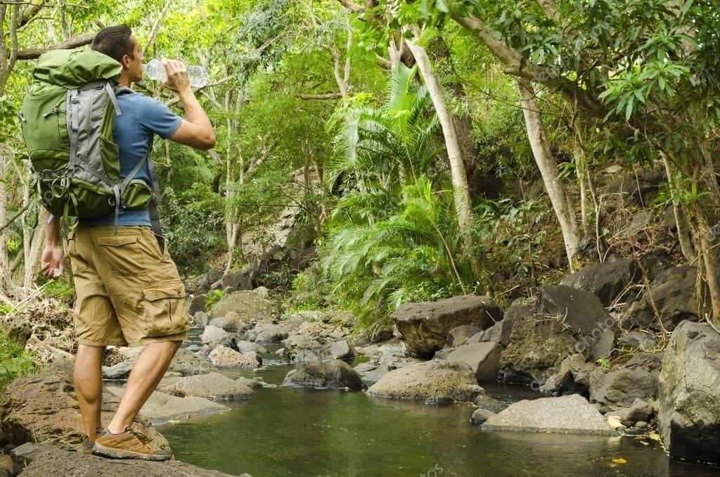 Backpacking: En hiker får lidt vand