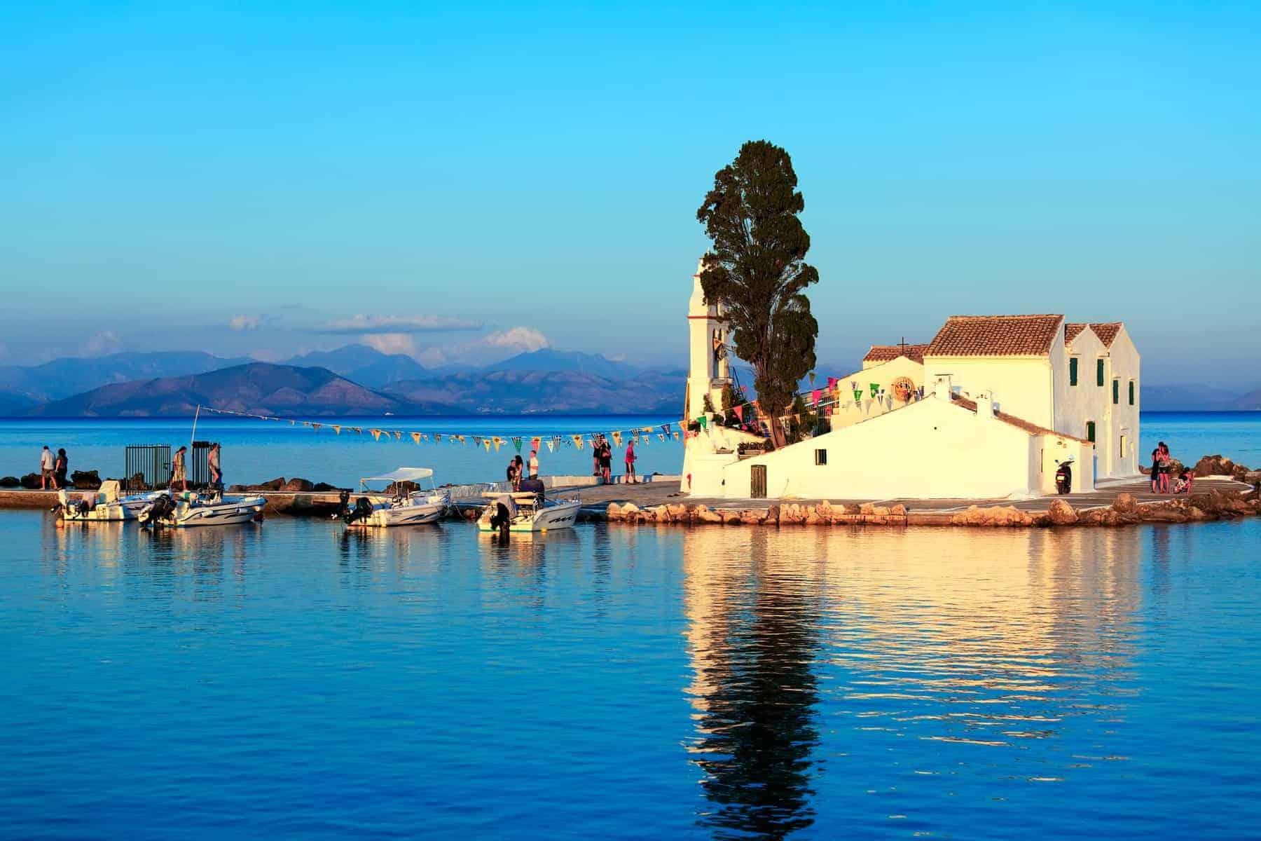 Græske øer. Vlacherna klostret i Kanoni, Korfu, Grækenland