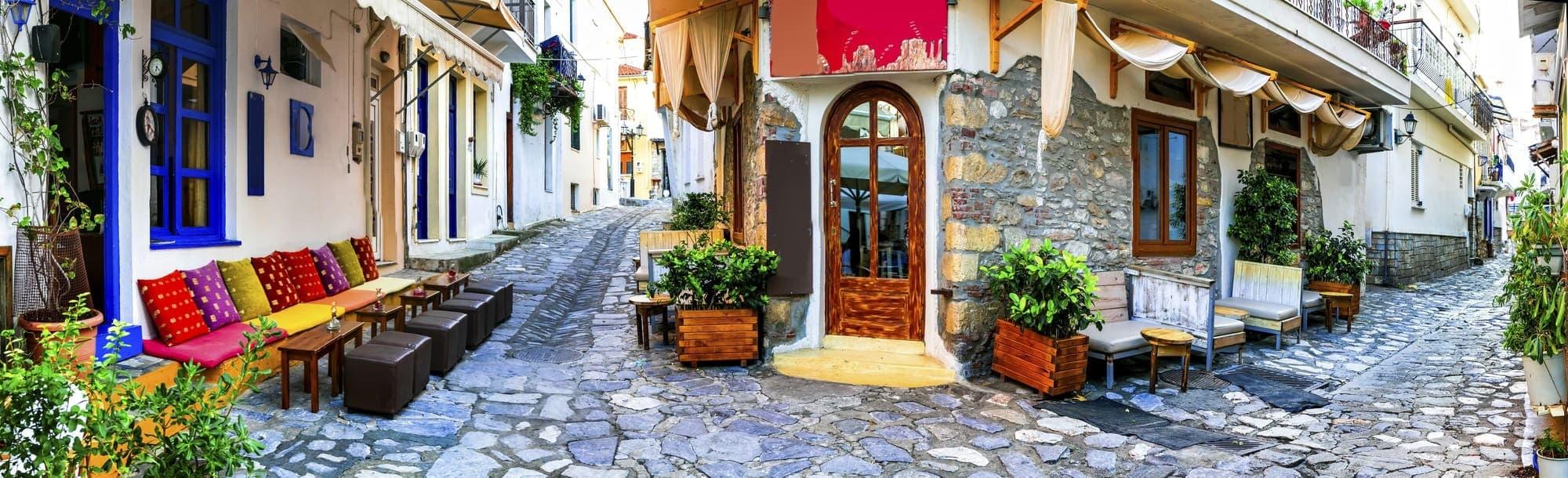 Græske øer. Charmerende gamle gader i Skiathos, Grækenland
