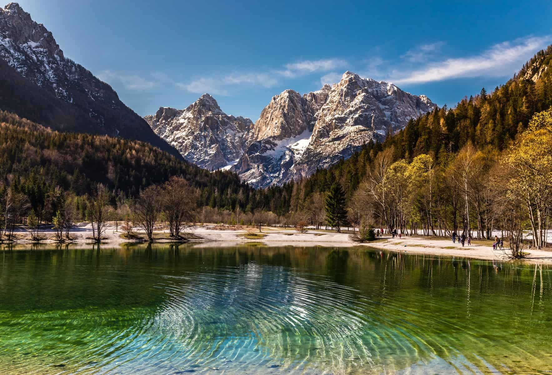 Rejser-til-slovenien: Jasna Lake,Mountain Range-Kranjska Gora, Slovenien