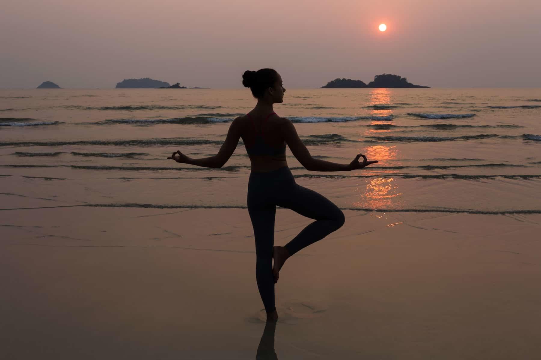 Yoga på Bali strand