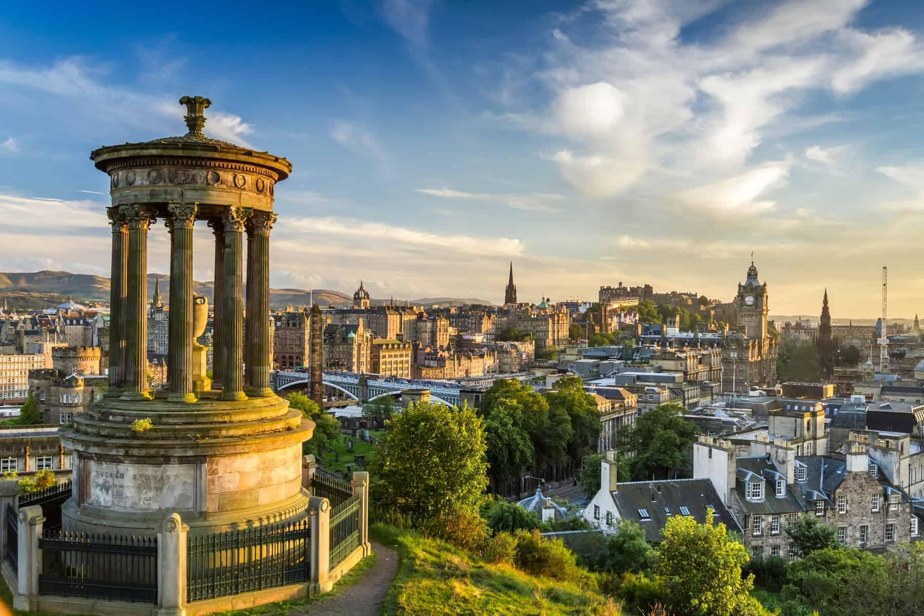 Byer i verden med høj livskvalitet: Calton Hill slottet i Edinburgh