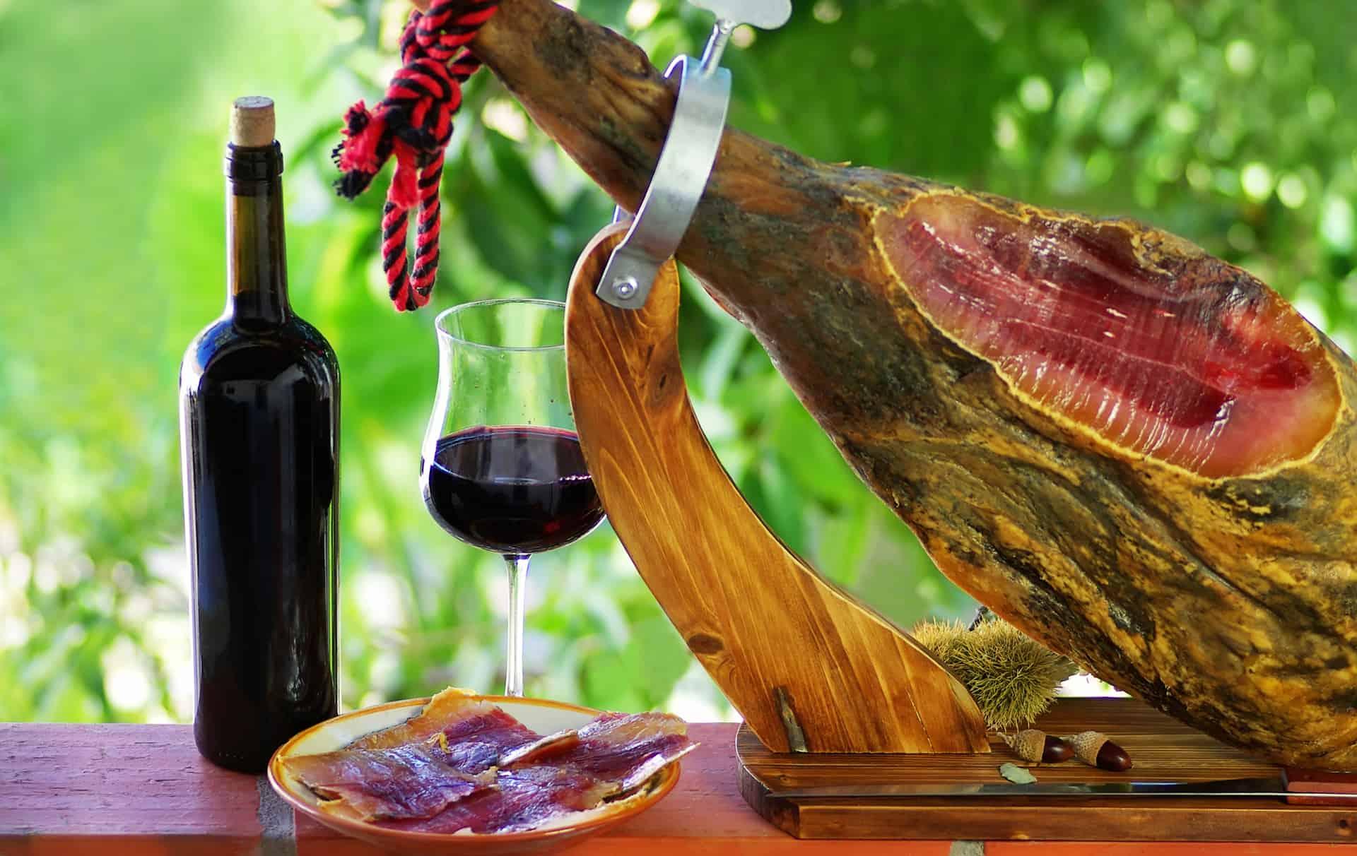 Kan du rejse til Spanien? Spanske vindistrikter, rødvin og pata negra skinke