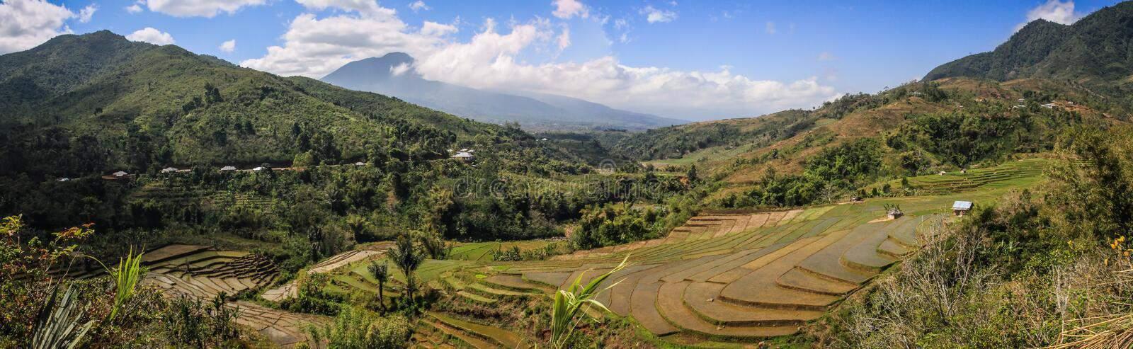 Sunda øerne rummer bla. Bali.  Balier enindonesiskvulkanø. Det er den vestligste afde små Sundaøerbeliggende mellem øerneJavamod vest ogLombokmod øst. Øen er et populært turistmål.  Bali udgør sammen med nogle få mindre naboøer, af hvilkeNusa Penidaer den største, en af Indonesiens 34provinser med 4.225.384 indbyggere.