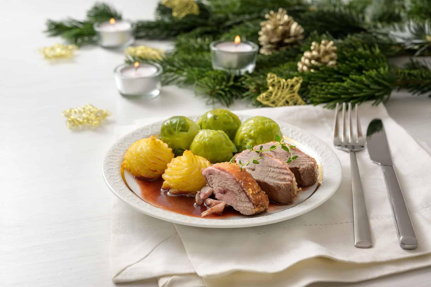 Andebryst med Duchess kartofler og rosenkål, juleret! Fransk mad