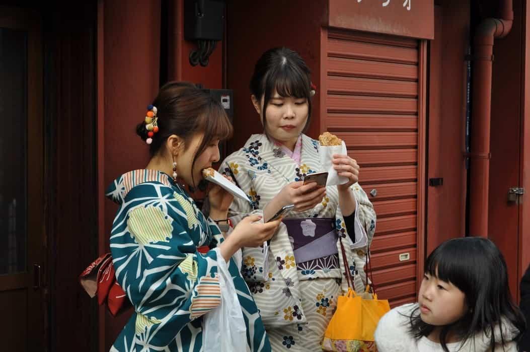 Tonkatsu, Eating Japanese style